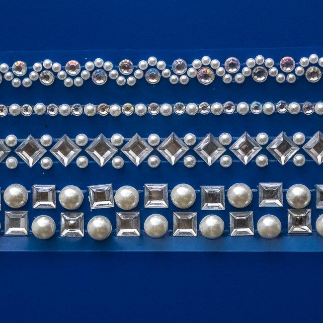 schmucksteine und perlen selbstklebend zum kerzen verzieren. Black Bedroom Furniture Sets. Home Design Ideas